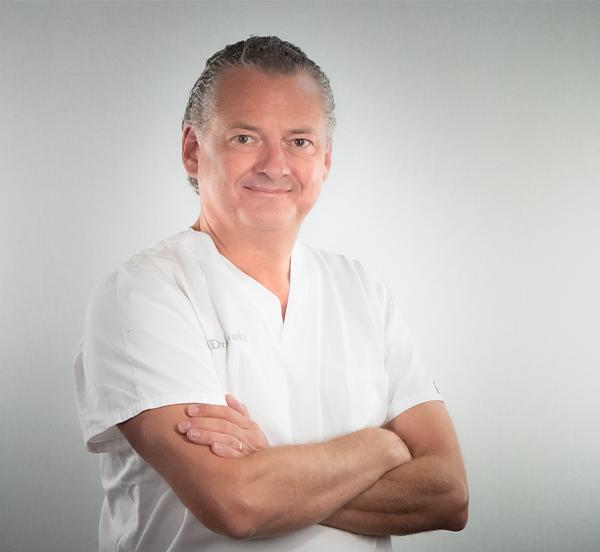 Dr. Nicolas Bois-Médecin-Dentiste, Head