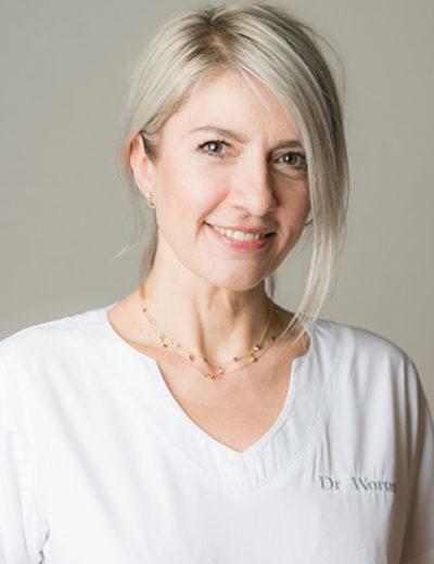Dr. Raphaelle Wormus-Dentista, Chefe do Departamento de Odontologia